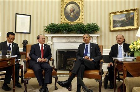U.S. President Barack Obama (2nd R) sits with Myanmar's President Thein Sein (2nd L) in the Oval Office at the White House in Washington May 20, 2013. REUTERS/Larry Downing