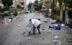 Le nombre d'Italiens dont les foyers vivent dans une situation de pauvreté grave a doublé entre 2010 et 2012 à 8,6 millions, soit 14% de la population, selon un rapport de l'institut national des statistiques (Istat), publié mercredi. /Photo prise le 10 décembre 2012/REUTERS/Max Rossi