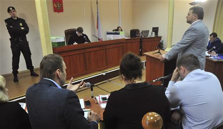 Nikita Belykh (R, standing), governor of the Kirov region, attends a court hearing, with Russian protest leader Alexei Navalny (2nd L) seen in the foreground, in Kirov, May 22, 2013. REUTERS/Sergei Brovko