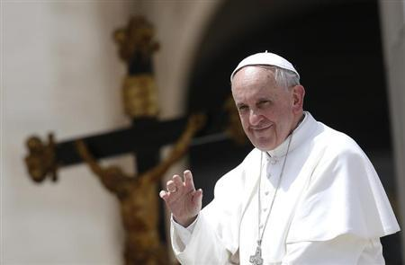 Pope Francis waves as he leaves at the end of his Wednesday general audience at St Peter's Square at the Vatican May 22, 2013. REUTERS/Tony Gentile