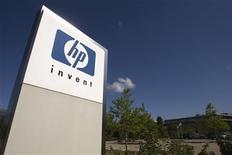 HP à suivre sur les marchés américains. Le numéro un mondial des micro-ordinateurs a relevé ses prévisions 2012-2013 après avoir surpassé des attentes très conservatrices pour le deuxième trimestre de cet exercice. /Photo d'archives/REUTERS/Denis Balibouse