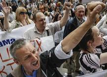 Акция противников проведения гей-парада в Киеве, 14 мая 2013 года. Суд украинской столицы в четверг запретил уличную акцию сексуальных меньшинств, удовлетворив просьбу озабоченной безопасностью мэрии и не откликнувшись на призывы правозащитников и США разрешить первый в стране гей-парад в знак приверженности праву человека на свободу выражения. REUTERS/Sergii Polezhaka