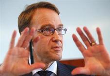Le président de la Bundesbank, Jens Weidmann, en visite jeudi à Paris, a invité la France à rattraper son retard sur l'Allemagne en termes de performance économique pour assurer le succès de l'intégration européenne. /Photo prise le 12 mars 2013/REUTERS/Kai Pfaffenbach