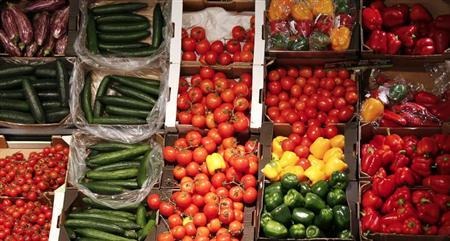 Organic vegetables are pictured in an organic supermarket in Berlin, January 31, 2013. Picture taken January 31. REUTERS/Fabrizio Bensch