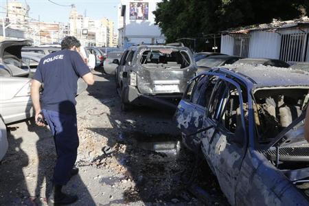 5月26日、レバノンの首都ベイルートにあるイスラム教シーア派組織ヒズボラの拠点地区に、ロケット弾2発が撃ち込まれ、住民によると5人が負傷した(2013年 ロイター/Mohammed Azakir)