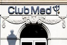Le fonds Axa Private Equity et le groupe financier chinois Fosun vont lancer une offre amicale sur le Club Méditerrannée et projettent d'accélérer le développement du groupe de loisirs dans les pays émergents. /Photo d'archives/REUTERS/Charles Platiau