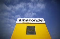 El logo de Amazon en una bodega en Bad Hersfeld, Alemania, mayo 14 2013. Trabajadores de la tienda mundial al por menor de internet Amazon.com en Alemania convocaron el lunes a una segunda huelga por una disputa por los salarios y las condiciones laborales. REUTERS/Lisi Niesner