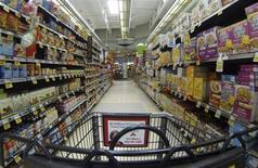 La confiance du consommateur américain a atteint en mai son plus haut niveau depuis plus de cinq ans malgré un contexte défavorable de restrictions budgétaires. /Photo prise le 6 mars 2013/REUTERS/Mike Blake