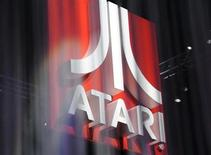L'éditeur de jeux vidéo Atari, contraint en début d'année de se placer sous le régime de la loi sur les faillites en raison de problèmes de trésorerie, va mettre aux enchères plusieurs franchises aux Etats-Unis, entre le 16 et le 19 juillet, à des prix minimum allant de 100.000 dollars à 15 millions de dollars. /Photo d'archives/REUTERS/Phil McCarten