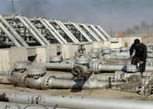 L'Organisation des pays exportateurs de pétrole (Opep) a décidé vendredi de laisser son objectif de production inchangé jusqu'à la fin de l'année, une décision attendue dans un contexte de fragilité des cours, actuellement très proches du niveau visé par l'Opep. /Photo d'archives/REUTERS/Mohammed Ameen