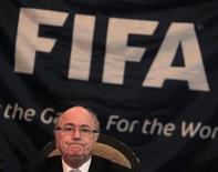Presidente da Fifa, Joseph Blatter, reage durante coletiva de imprensa em Havana. Mark Pieth, advogado suíço independente responsável por gerir o processo de reforma da Fifa, desafiou nesta sexta-feira o presidente Joseph Blatter e os altos executivos da entidade a revelarem seus salários. 17/04/2013. REUTERS/Enrique De La Osa