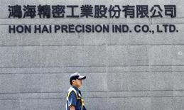 A security guard patrols at Hong Hai headquarters in Tucheng, Taipei county, June 8, 2010. REUTERS/Pichi Chuang