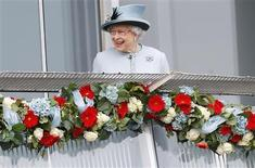 Britain's Queen Elizabeth smiles as she attends the Epsom Derby, in Epsom, south of London June 1, 2013. REUTERS/Andrew Winning