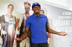 Corredor jamaicano Usain Bolt posa durante coletiva de imprensa, em Roma. Bolt quer manter seu domínio nas provas de velocidade e aumentar a coleção de seis medalhas olímpicas de ouro, antes de encerrar a carreira após a disputa da Olimpíada de 2016, no Rio de Janeiro. 04/06/2013 REUTERS/Tony Gentile