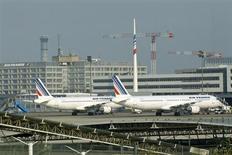 Air France devra en passer par une nouvelle phase de restructuration de son activité court et moyen-courrier comme de sa branche cargo, dont les grandes lignes seront dévoilées en septembre, rapporte mercredi le journal Les Echos sur son site internet. /Photo d'archives/REUTERS/Benoît Tessier