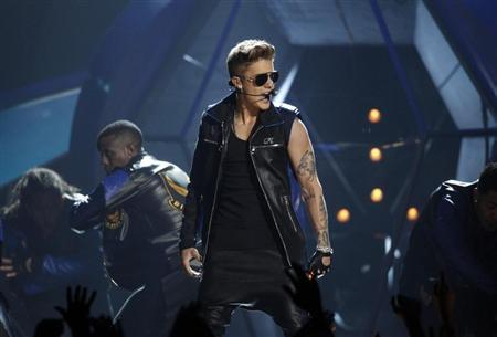 Singer Justin Bieber performs during the Billboard Music Awards at the MGM Grand Garden Arena in Las Vegas, Nevada May 19, 2013. REUTERS/Steve Marcus