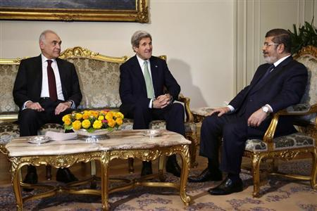 Egyptian Foreign Minister Mohammed Kamel Amr (L), sits with U.S. Secretary of State John Kerry, and Egyptian President Mohamed Mursi (R) during their meeting at the Presidential Palace in Cairo March 3, 2013. REUTERS/Jacquelyn Martin/Pool