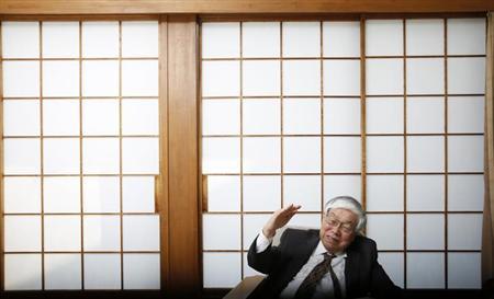 6月7日、安倍首相のブレーンで内閣官房参与を務める浜田・米エール大名誉教授は、最近の株式相場の下落について、アベノミクスに対する期待の過剰な部分がはく落したものであり、上昇トレンド自体に変化はないとの見解を示した。写真は3月、都内で撮影(2013年 ロイター/Toru Hanai)