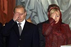Russian President Vladimir Putin (L) and his wife Lyudmila cross themselves during Easter service at Christ the Savior Cathedral in Moscow in this April 15, 2001 file photo. REUTERS/Stringer/Files