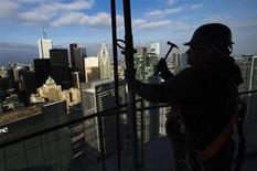 L'économie canadienne a créé 95.000 nouveaux emplois en mai, la plupart à temps plein et dans le privé, enregistrant sa plus forte hausse mensuelle en onze ans, après une augmentation de 12.500 emplois en avril /Photo prise le 14 décembre 2012/REUTERS/Mark Blinch