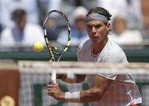 Rafael Nadal a souffert vendredi contre le numéro un mondial, Novak Djokovic, en demi-finales de Roland-Garros, mais il a aimé ça. L'Espagnol a fini par gagner 6-4 3-6 6-1 6-7(3) 9-7. /Photo prise le 7 juin 2013/REUTERS/Gonzalo Fuentes