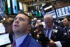 La Bourse de New York a fini en hausse vendredi après la publication des chiffres mensuels de l'emploi aux Etats-Unis, qui ont apaisé les craintes de voir la Réserve fédérale réduire prochainement son soutien à l'économie et aux marchés. Le Dow Jones a gagné 1,38%, à 15.248,12, des données susceptibles de varier encore légèrement. /Photo prise le 7 juin 2013/REUTERS/Brendan McDermid