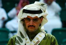 Le prince saoudien Al Walid ben Talal n'a pas apprécié que Forbes n'évalue sa fortune qu'à 20 milliards de dollars (15 milliards d'euros) et il a intenté un procès en diffamation au magazine américain devant un tribunal britannique, rapporte vendredi le Guardian. /Photo d'archives/REUTERS/Fahad Shadeed