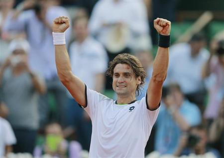 David Ferrer of Spain celebrates defeating Jo-Wilfried Tsonga of France in their men's singles semi-final match during the French Open tennis tournament at the Roland Garros stadium in Paris June 7, 2013. REUTERS/Vincent Kessler