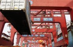 Les exportations chinoises ont enregistré leur croissance la plus faible depuis près d'un an au mois de mai, tandis que les importations accusaient un recul inattendu, selon les chiffres du gouvernement qui font craindre un nouveau ralentissement de la croissance au deuxième trimestre. /Photo d'archives/REUTERS