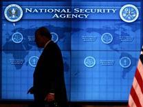 La National Security Agency (NSA), l'une des principales agences de renseignement américaines, a demandé samedi au ministre de la Justice Eric Holder une enquête pénale sur l'origine des fuites qui ont conduit à la divulgation dans la presse d'un programme de surveillance hautement confidentiel baptisé PRISM. /Photo d'archives/REUTERS/Jason Reed