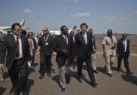 Bert Koenders (center R), United Nations special envoy for Mali, is greeted by Mali's foreign affairs General Secretary Sekouba Cisse (center L) upon his arrival at Bamako airport, June 4, 2013. REUTERS/Francois Rihouay
