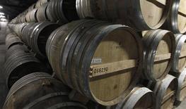 Rémy Cointreau, qui avait acquis la maison de cognac Larsen il y a six mois, a annoncé lundi l'avoir cédée au groupe de spiritueux finlandais Altia. Le montant de la transaction s'élève à 53 millions d'euros. /Photo d'archives/REUTERS/Régis Duvignau