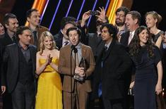 """The cast of """"The Big Bang Theory"""" accept the award for """"Favorite Network TV Comedy"""" at the 2013 People's Choice Awards in Los Angeles, January 9, 2013. REUTERS/Mario Anzuoni"""