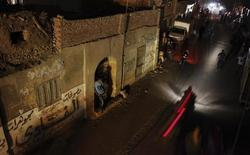 People and vehicles are seen during a power cut in Toukh, El-Kalubia governorate, about 25 km (16 miles) northeast of Cairo May 26, 2013. REUTERS/Amr Abdallah Dalsh