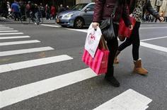 Les ventes au détail aux Etats-Unis ont progressé plus qu'attendu en mai (+0,6% contre +0,4% attendu par les analystes), tirées notamment par les ventes de voitures, selon des statistiques du département du Commerce soulignant la bonne santé de l'économie américaine. /Photo d'archives/REUTERS/Brendan McDermid