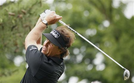 Phil Mickelson of the U.S. tees off on the second hole during the first round of the 2013 U.S. Open golf championship at the Merion Golf Club in Ardmore, Pennsylvania, June 13, 2013. REUTERS/Adam Hunger