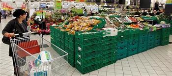 Les prix de l'électricité, des fruits et des légumes ont entraîné une légère accélération de l'inflation dans la zone euro en mai, après le creux de trois ans touché en avril. Sur un mois, les prix ont augmenté de 0,1%. Sur un an, la hausse est de 1,4%. /Photo d'archives/REUTERS/Charles Platiau