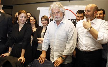 Leader of the anti-establishment 5-Star Movement Beppe Grillo (C), Grillo's Senate leader Vito Crimi (R) and Roberta Lombardi, 5-Star leader in the lower house, attend a news conference in Rome April 21, 2013. REUTERS/Remo Casilli