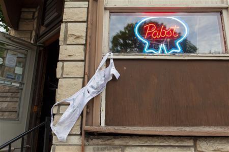 977e0a565002c Famed Milwaukee tavern rehangs bras on ceiling