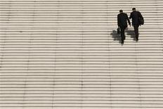 François Hollande a renoncé à légiférer sur la rémunération des dirigeants de sociétés pour se rallier à un code de bonne conduite présenté par le patronat, ont déclaré les présidents du Medef et de l'Association française des entreprises privées, Laurence Parisot et Pierre Pringuet. /Photo d'archives/REUTERS/Benoît Tessier