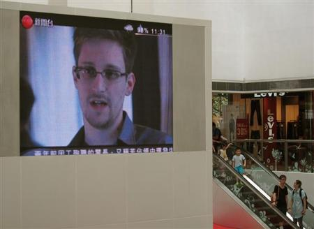 Edward Snowden, a former contractor at the National Security Agency (NSA), is seen during news broadcast on a screen at a shopping mall in Hong Kong June 16, 2013. REUTERS/Bobby Yip
