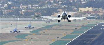 A passenger plane approaches to land as other aircraft taxi to the runway at the San Diego International Airport in San Diego, California, April 22, 2013. REUTERS/Mike Blake