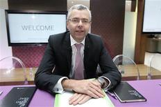 Michel Combes, le nouveau directeur général d'Alcatel-Lucent. L'équipementier télécoms a présenté un plan sur trois ans, destiné à transformer le groupe en spécialiste des réseaux IP (internet protocol) et de l'accès très haut-débit, qui se traduira par des réductions de coûts fixes d'un milliard d'euros sur 2013-2015. /Photo prise le 19 juin 2013/REUTERS/Charles Platiau