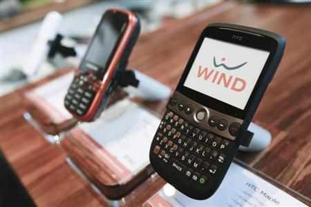 WIND Mobile cell phones are displayed at a retail store before the official launch of WIND Mobile, a new cellular service for the Canadian market, in Toronto, December 16, 2009. REUTERS/Mark Blinch