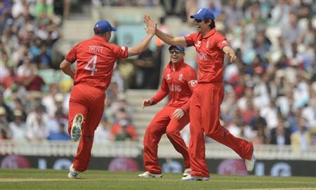 England's Jonathan Trott (L) is congratulated by teammate Alastair Cook (R) after running out South Africa's Chris Morris during the ICC Champions Trophy semi final match at The Oval cricket ground, London June 19, 2013. REUTERS/Philip Brown