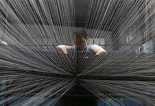 L'activité manufacturière s'est encore contractée au mois de juin en Chine, à son plus bas niveau en neuf mois, avec une baisse des nouvelles commandes, selon l'indice préliminaire des directeurs d'achat (PMI) du secteur privé publié par la banque HSBC. /Photo prise le 30 mai 2013/REUTERS/William Hong