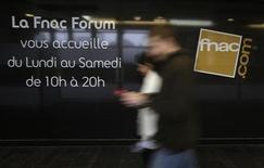 L'action Fnac dévisse jeudi au premier jour de sa cotation après sa scission du groupe Kering (ex-PPR). /Photo d'archives/REUTERS/Jacky Naegelen