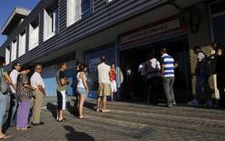 People wait to enter a government job centre in Madrid August 2, 2010. REUTERS/Susana Vera