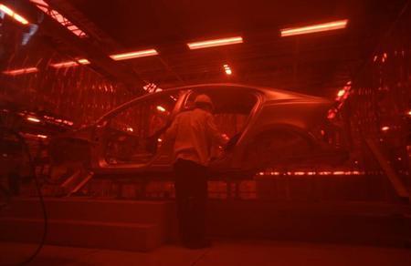 6月20日、6月の各国・地域の購買担当者景気指数(PMI)は、中国の製造業PMIが9カ月ぶりの低水準に落ち込んだ。写真は四川省の自動車工場で5日撮影(2013年 ロイター/Jason Lee)