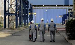 Les délocalisations ont entraîné 20.000 suppressions de postes de 2009 à 2011 en France dans les sociétés marchandes non financières de plus de 50 salariés, selon une étude de l'Insee. /Photo d'archives/REUTERS